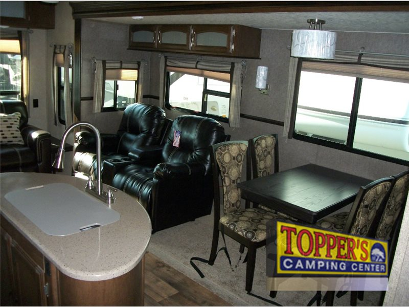Forest River Wildwood Heritage Glen Fifth Wheel Seating