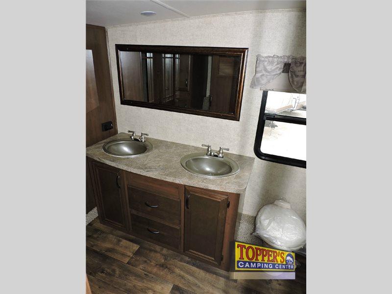 Forest River Sandpiper 378FB Fifth Wheel Front Bathroom