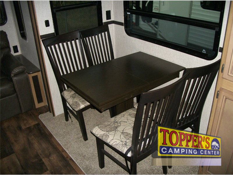 Crossroads Cruiser Aire 25SE Fifth Wheel Dinette