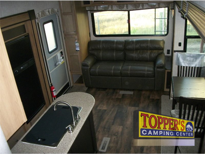 Crossroads Cruiser Aire 25SE Fifth Wheel Interior