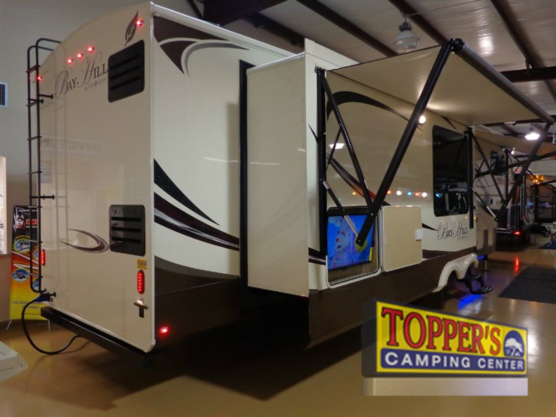 Evergreen RV Bay Hill 340RK Fifth Wheel Outdoor entertainment