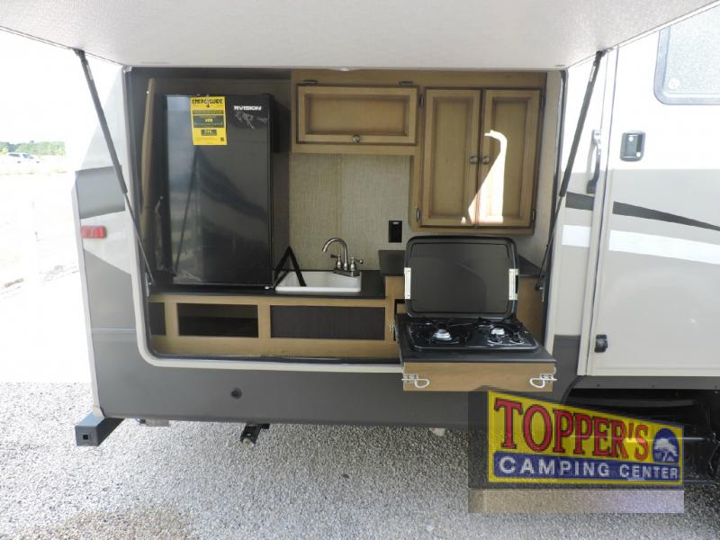 Crossroads Cruiser Aire Fifth Wheel Outdoor Kitchen