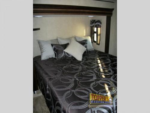 Wildwood Heritage Glen 386FBK Fifth Wheel bedroom