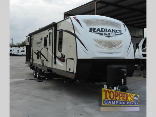 New 2017 Cruiser Radiance Ultra Lite 30DS travel trailer