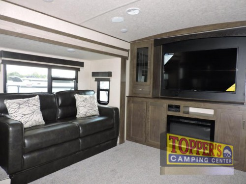 Wildwood Heritage Glen Fifth Wheel Living Room