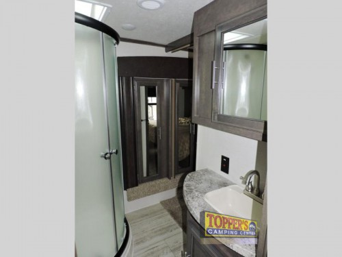 Crossroads Cruiser CR3351BH Fifth Wheel Bathroom