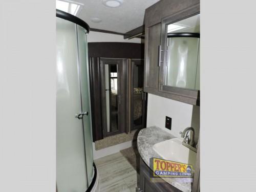Crossroads Cruiser CR3351BH Fifth Wheel Bathroom