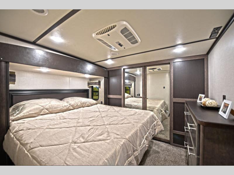 CrossRoads RV Cruiser Fifth Wheel bedroom